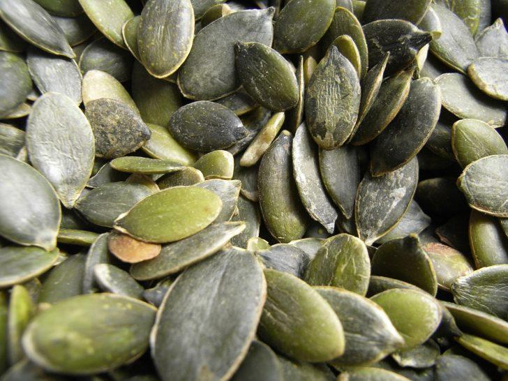 Топ 10 полезных свойств тыквенных семечек