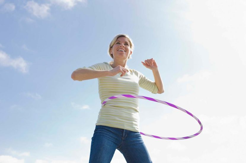 Эффективные упражнения для похудения с обручем
