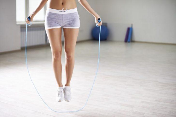 Как помогает скакалка похудеть?