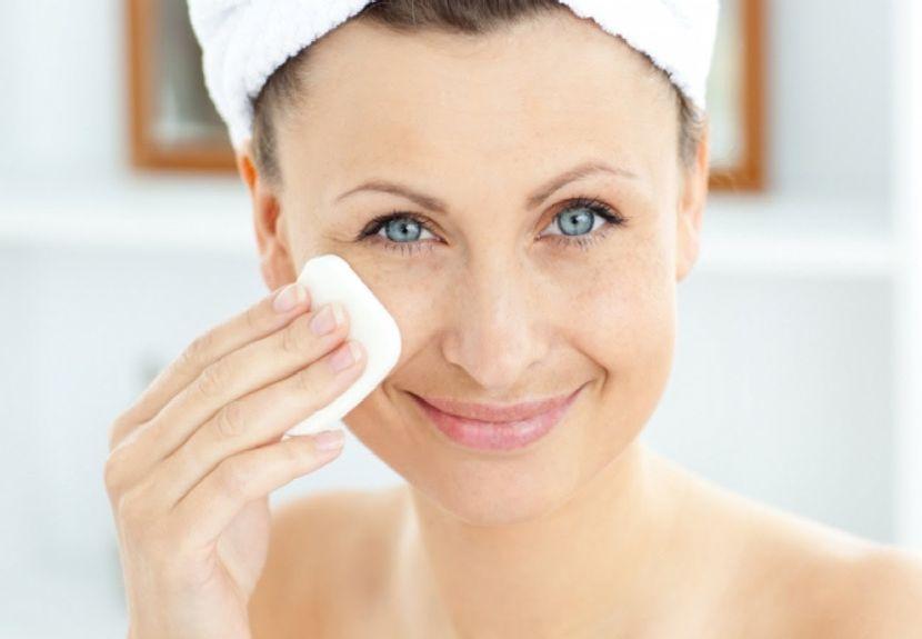 Жирная кожа лица: причины и способы борьбы