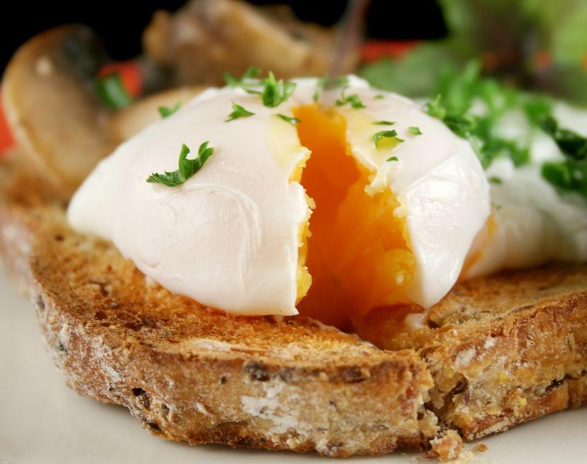 Можно ли пить сырые яйца?