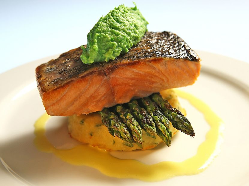 Салат с кальмарами и рыбой красной рецепт с фото пошагово