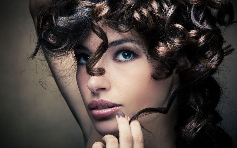 Секреты ухода за вьющимися волосами