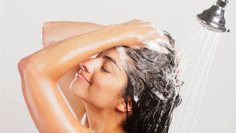 Как частота мытья головы влияет на состояние волос?