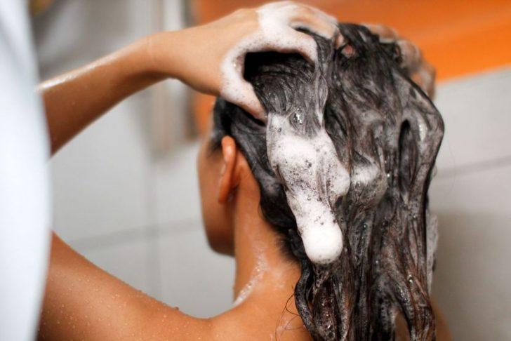 Как правильно мыть длинные волосы