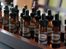 Эфирные масла для жирных волос: какие нужно применять?
