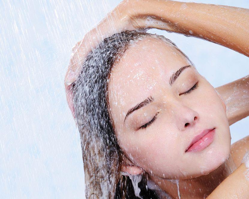 Какой температуры должна быть вода для мытья головы?