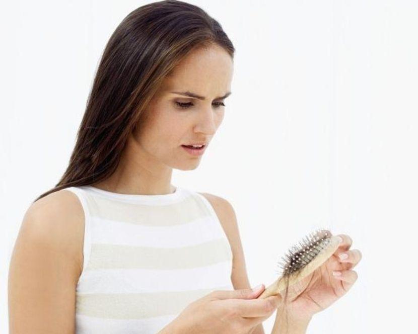 Причины сильного выпадения волос у женщин на голове