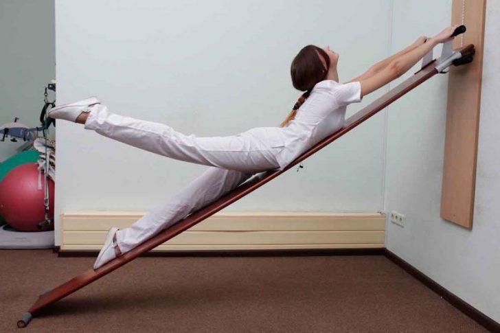 Комплекс растягивающих упражнений для укрепления спины при грыже позвоночника