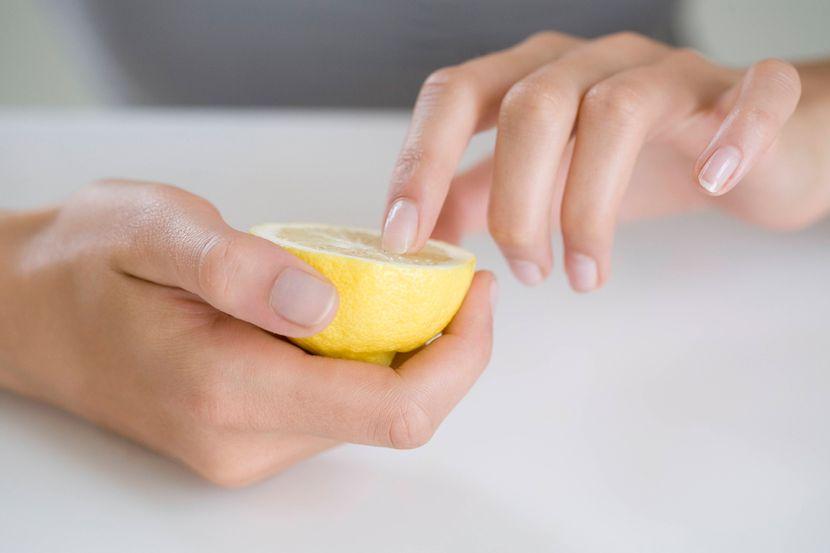 Избавление от желтизны ногтей народными средствами