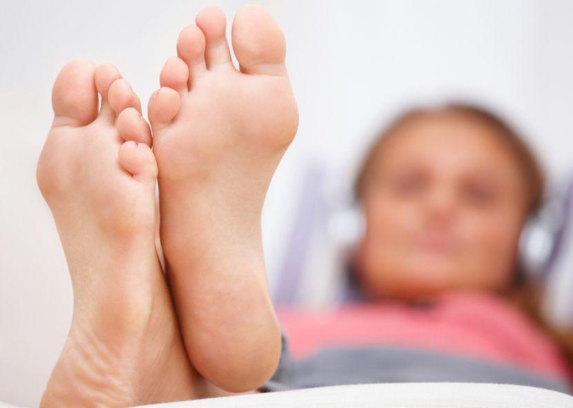 Признаки грибка ногтей на ногах ( фото)