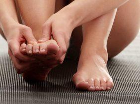 Почему чешутся стопы ног: причины появления зуда на ступнях