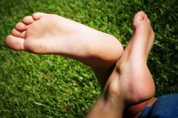 Потеют ноги: причины повышенной потливость ног