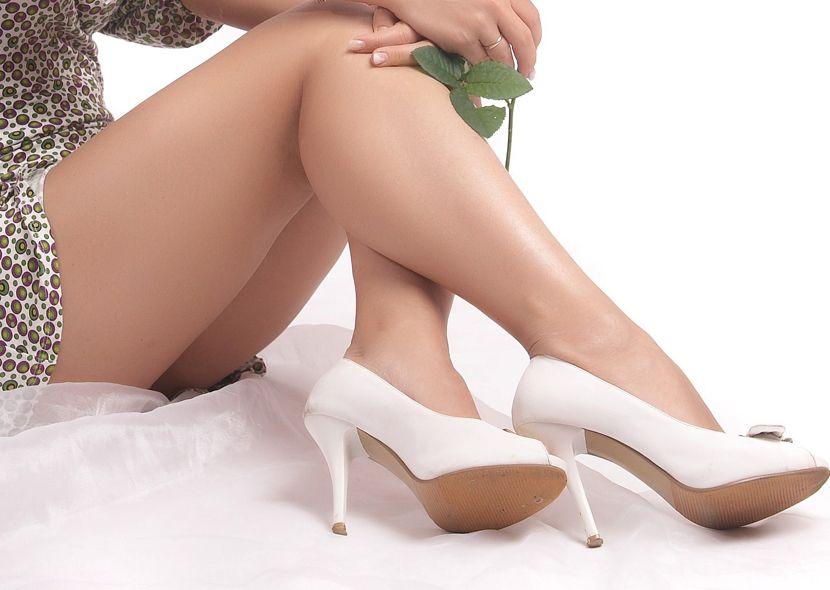 Лопаются сосуды на ногах и появляются синяки: лечение и как замазать. Почему появляются синяки на ногах без ушибов, без причины{q}