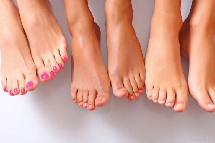 Почему слоятся ногти на ногах?