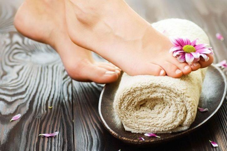 Почему трескаются ногти на ногах: причины и лечение!