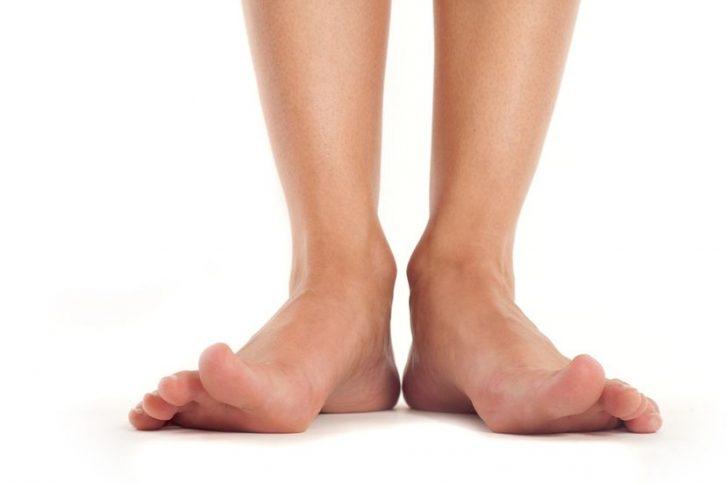 Почему ногти на ногах желтые