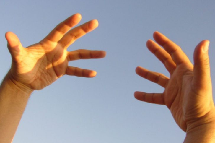 Отекают кисти рук: что делать?