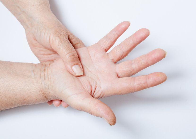 Немеют пальцы: почему возникает онемение и о каких заболеваниях говорит симптом, как лечить консервативными методами, физиотерапия, ЛФК и массаж