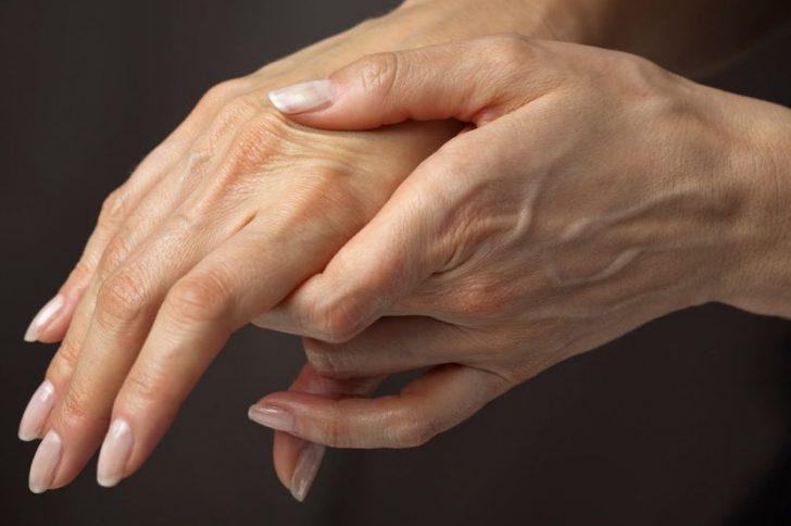Немеют руки: причины и что делать