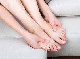 Немеют ноги: почему и что с этим делать?