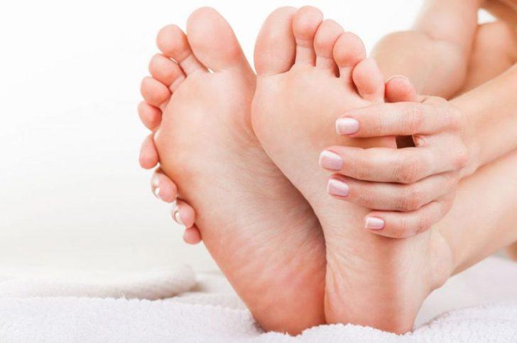 Почему болят ступни ног?