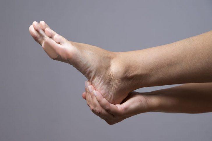 Почему болят ступни ног: причины и лечение