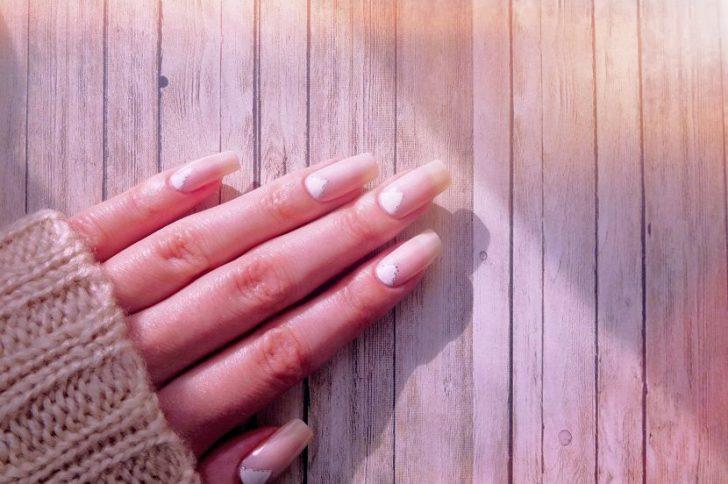 О чем «говорят» желтые пятна на ногтях?