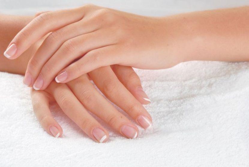 Плоски ногти с синюшным оттенком (бледные)