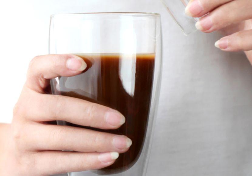 Кофе и чай – самый лучший способ сделать брови на пару тонов темнее!