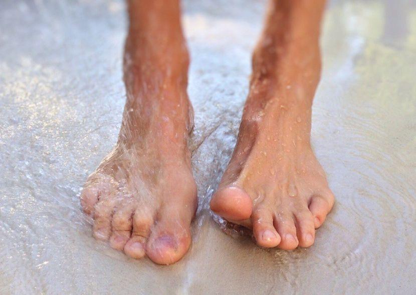 Как вылечить онихомикоз на ногтях ног?