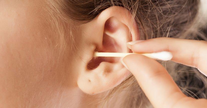 Правила очищения ушей от серы