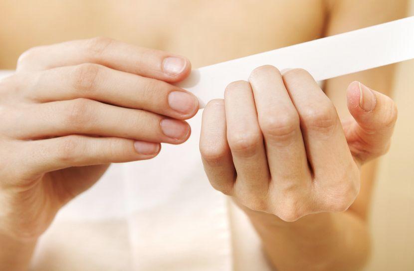 Наличие покраснений и болезненности кожи вокруг ногтей