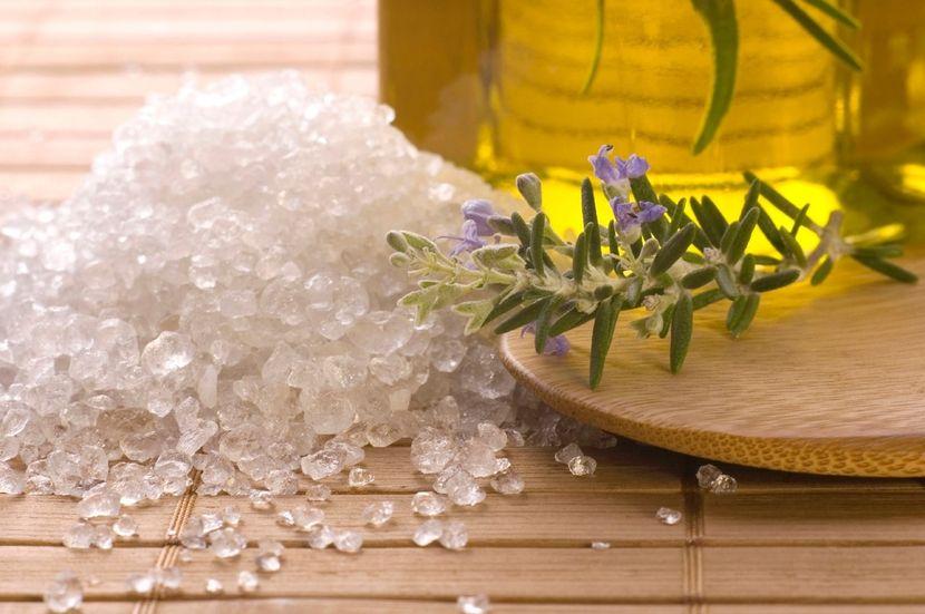 Массаж с морской солью от целлюлита