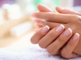 Почему появляются трещины на ногтях рук? Как же лечить трещины?