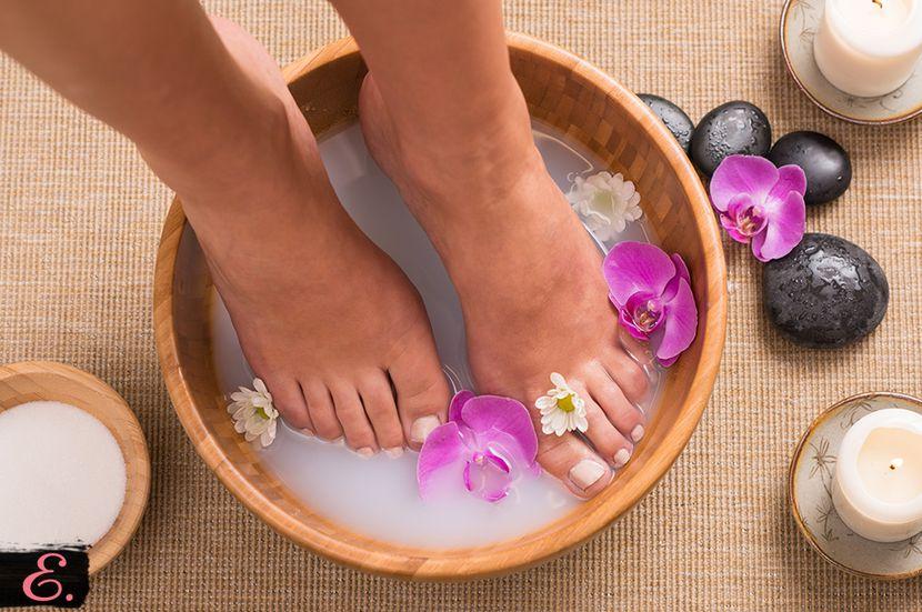 Появление трещин на ногтях ног: возможные причины и способы их устранения