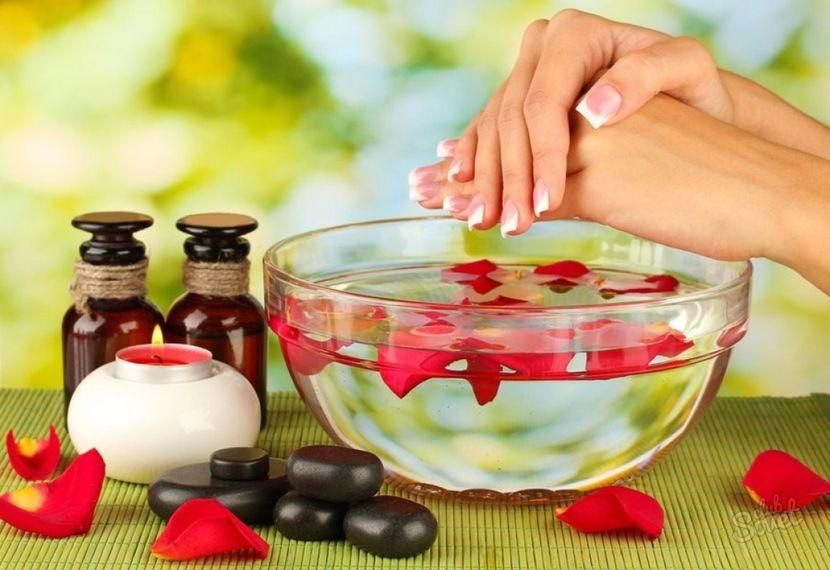 Регулярно делайте ванночки для ногтей!