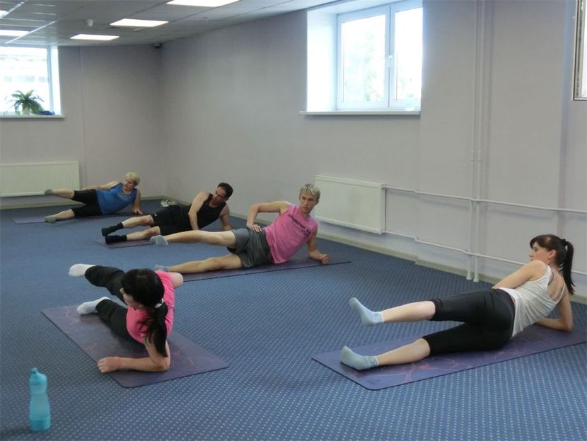 Гимнастика по Бубновскому: упражнения лежа на боку