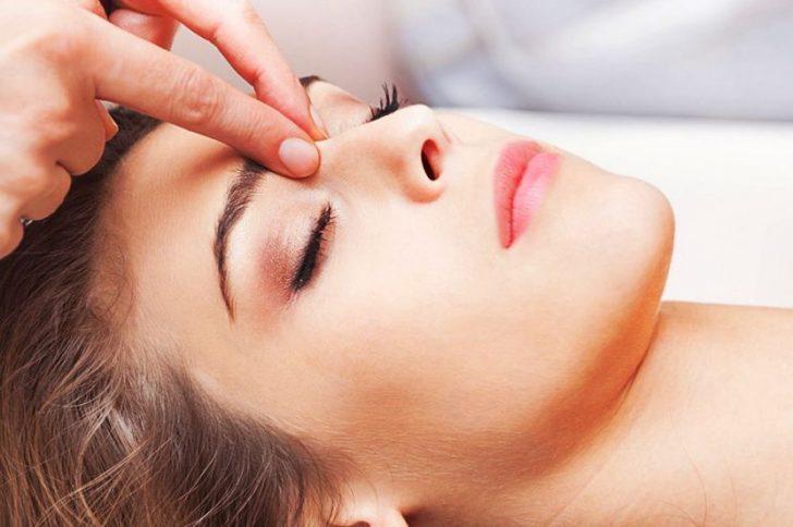 Самомассаж головы выполняется круговыми движениями