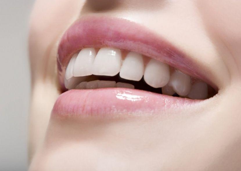 Отбеливание зубов с помощью пищевой соды в домашних условиях