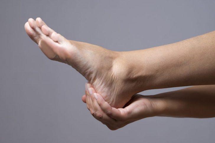 Шпоры на пятках: симптомы, причины появления, лечение народными средствами