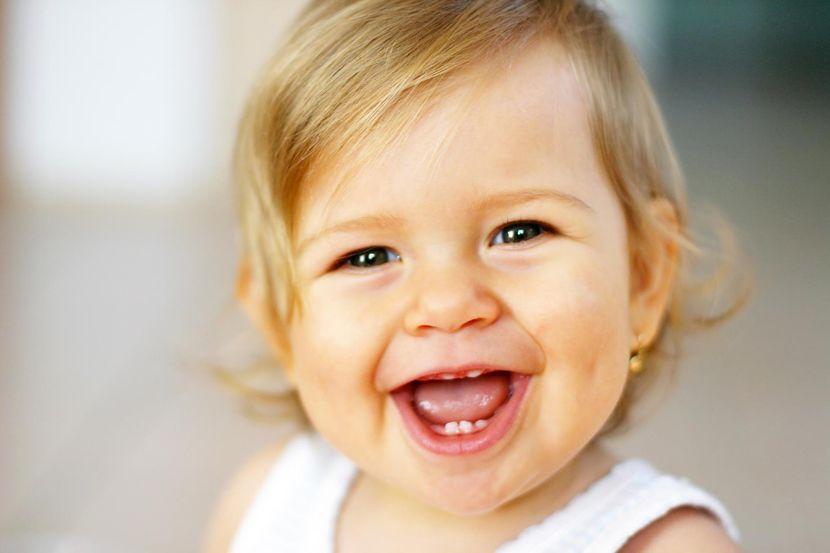 Причины появления желтых пятен на зубах
