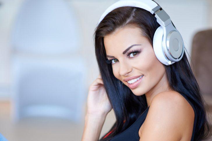Влияние наушников на слух: вредны ли?