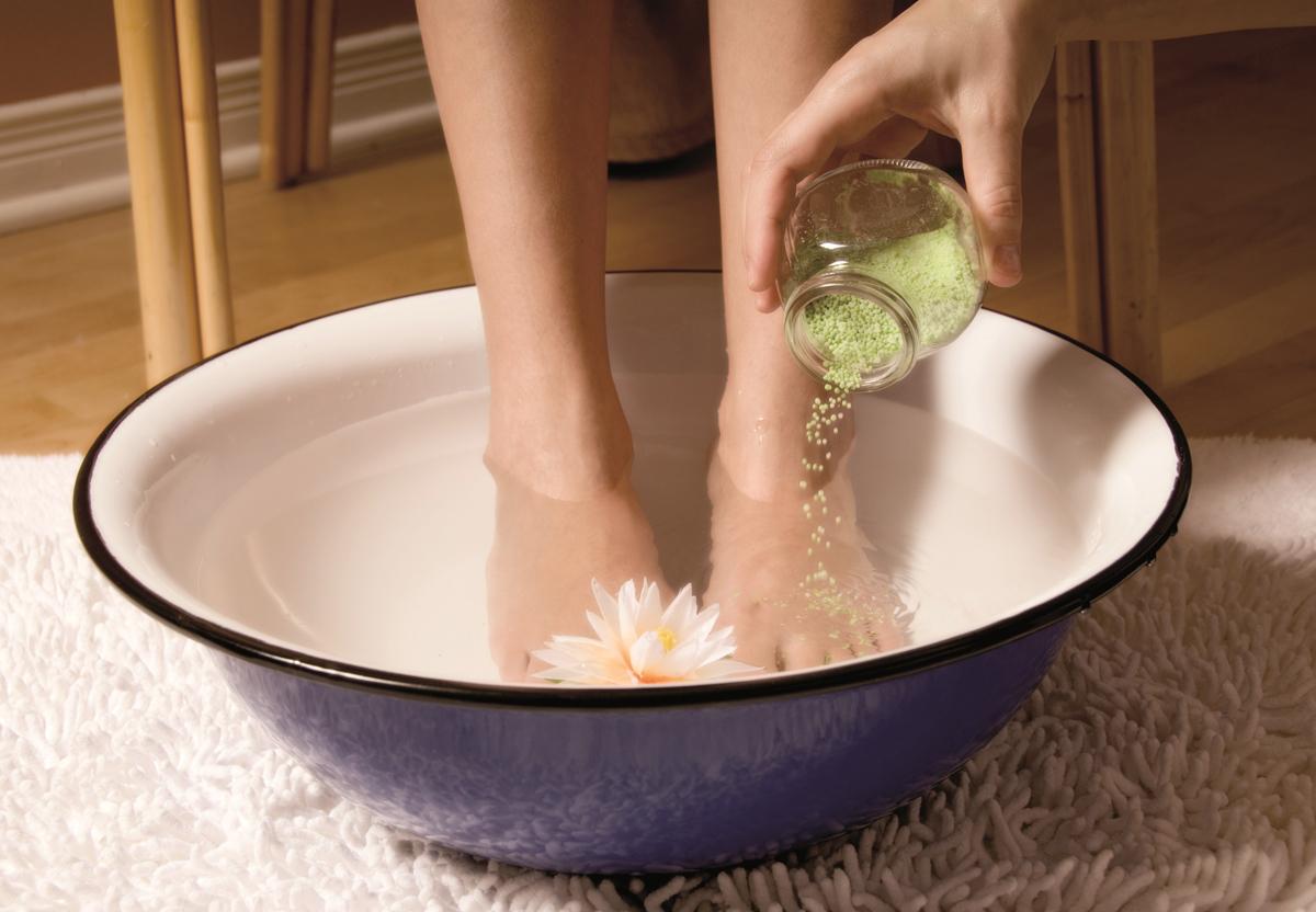 Народное лечение неприятного запаха ног и грибка стопы