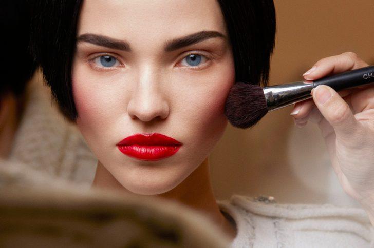 Как быстро смыть краску с бровей в домашних условиях