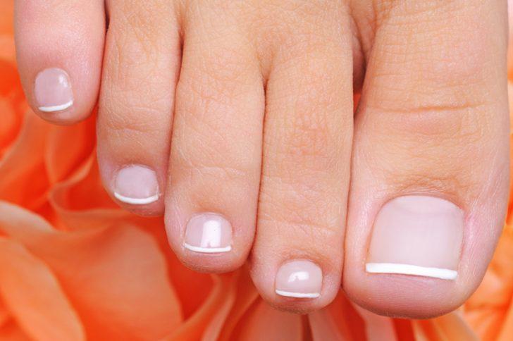 Почему отпадают ногти: лечение и причины