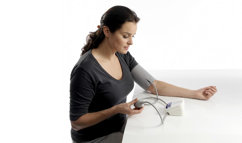 Как снизить давление в домашних условиях быстро и эффективно?
