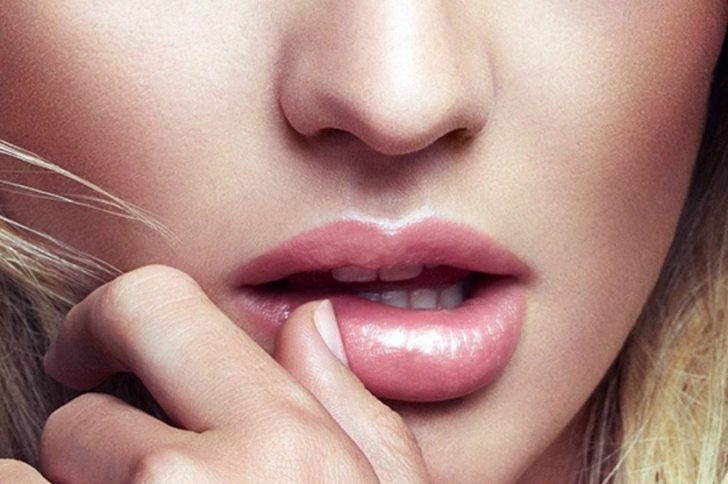 Как можно накачать губы в домашних условиях?