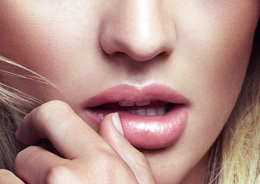 делать ежели фото пологые губы красиво заправленной кровати
