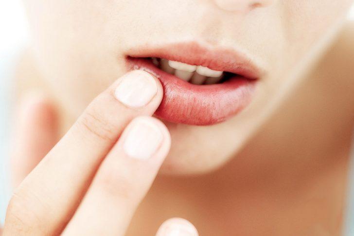 Как накачать губы в домашних условиях